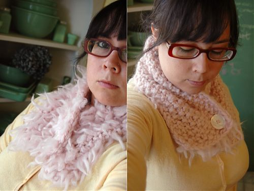 Fluffy scarf by nillakitty on craftster.